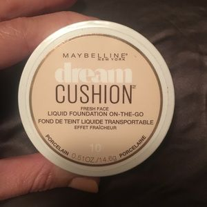 NWT Maybelline dream cushion foundation